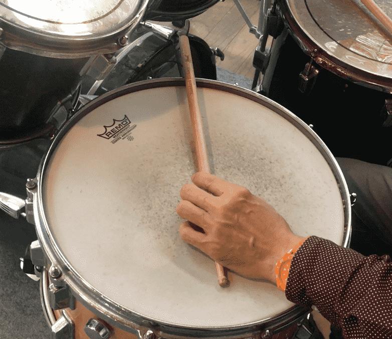 クローズド・リムショットの奏法
